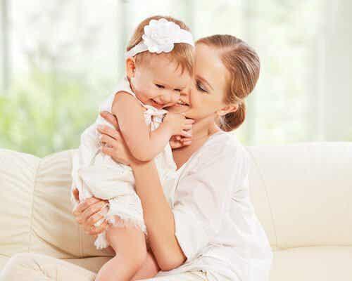 Tytön äitinä oleminen merkitsee elinikäistä kumppanuutta