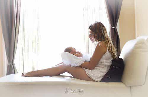 Miksi vauva haluaa olla sylissä kokoajan?