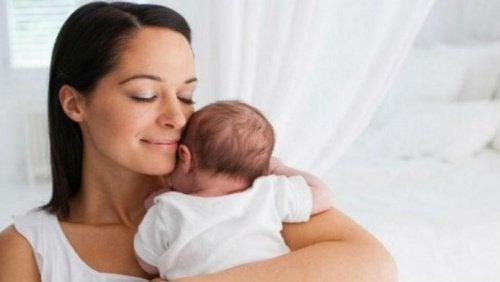 Synnytyksen vaiheet ovat muun muassa kohdunkaulan laajeneminen ja säännölliset supistukset