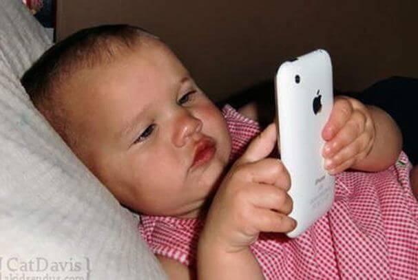 Miten iPadit ja älypuhelimet vaikuttavat alle 2-vuotiaisiin?