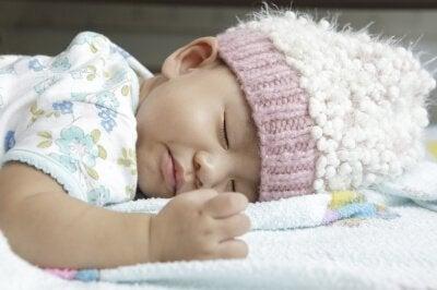 Terveelliset nukkumistavat 0-3 kuukauden ikäisellä