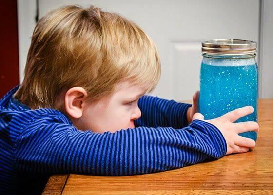 Lupaava keksintö: Sensory bottle -hilepullot