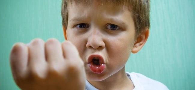 Miten toimia, kun lapsi lyö ja puree?