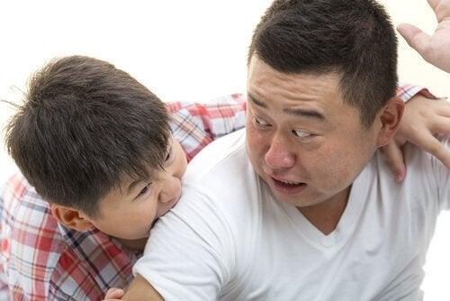 lapsen aggressiivisuus