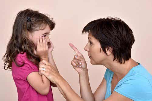 Lapsen uhkailu - miksi sen ei tulisi kuulua kasvatukseen?