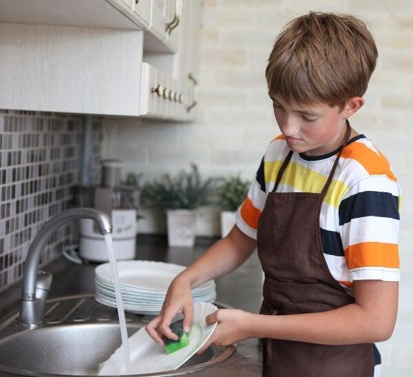 lapsi tiskaa