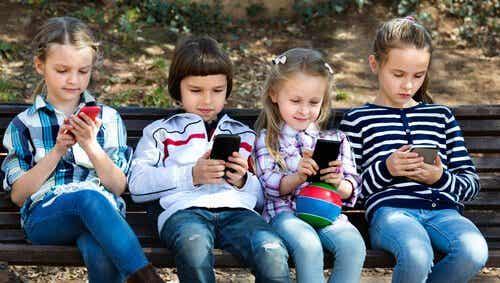 Miksi alle 12-vuotiaiden ei tulisi käyttää älypuhelimia?