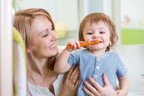 lapsen hampaidenpesu