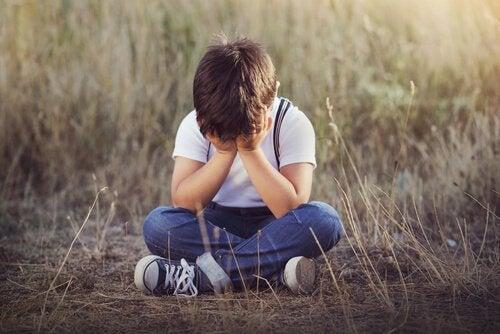 Lapsen laiminlyönti tunnetasolla: 4 merkkiä