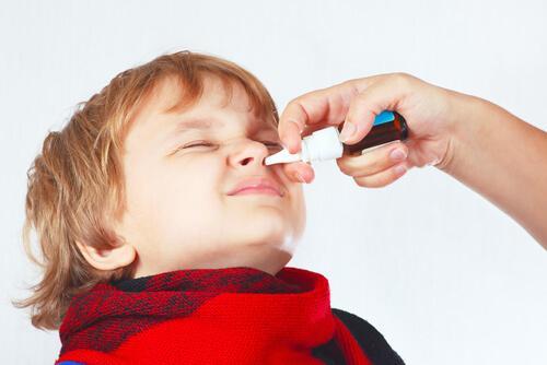 Lapsen nenän tukkoisuus: Syyt ja hoitokeinot