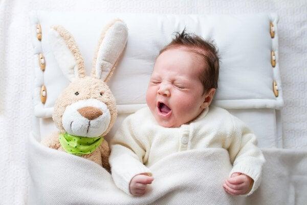 6 tavallista uusien vanhempien virhettä vauvan nukuttamisessa