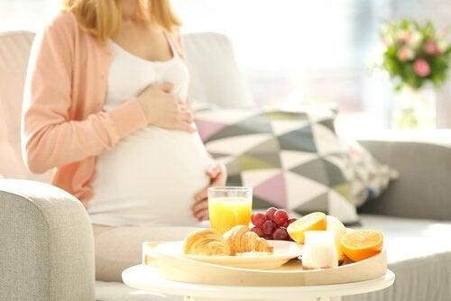 Näitä 8 ruokaa raskaana olevien ei tule syödä