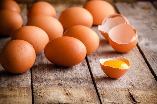 Herkullinen munakas syntyy tuoreista munista