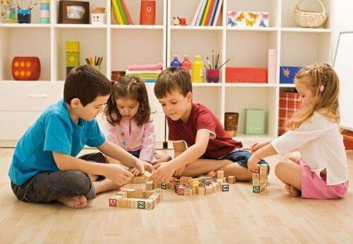 Leikkejä 3–5-vuotiaille lapsille
