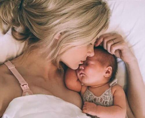 äiti ja vauva