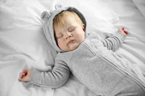 Miksi ei kannata laittaa vauvalle tyynyä?