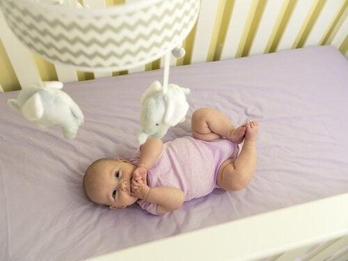 Kolmas kuukausi: vauvan aistit ja liikkeet kehittyvät vauhdilla