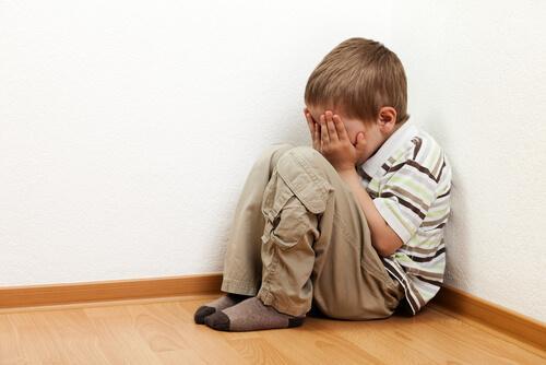 Mistä johtuu lasten yksinolon pelko?