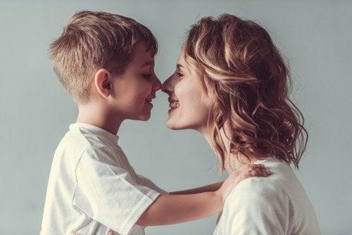 13 tapaa osoittaa, kuinka paljon rakastat lastasi