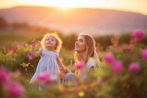 7 asiaa, jotka äiti tekee lapsensa eteen salaa