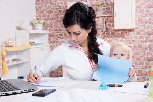 Kuinka yhdistää äitiys ja opiskelu?
