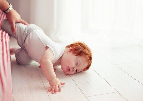 Miten toimia, jos lapsi on lyönyt päänsä?