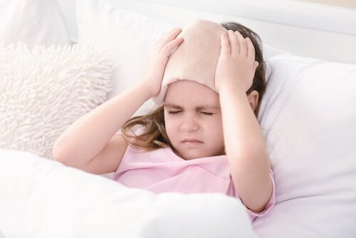 Jos lapsi on lyönyt päänsä, hänellä voi olla päänsärkyä
