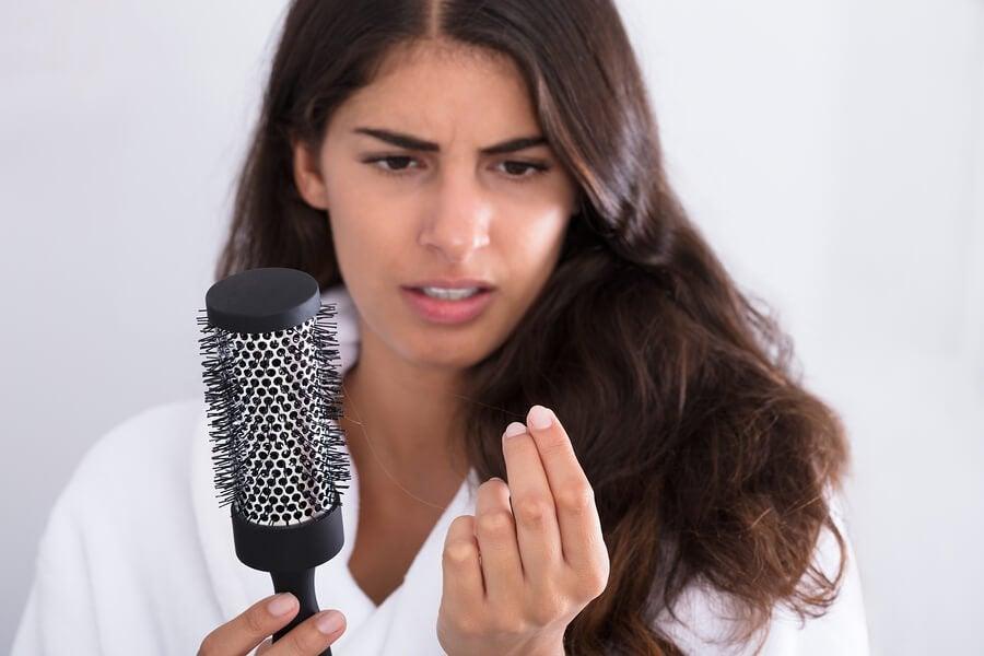 Kuinka estää hiustenlähtö raskauden jälkeen?