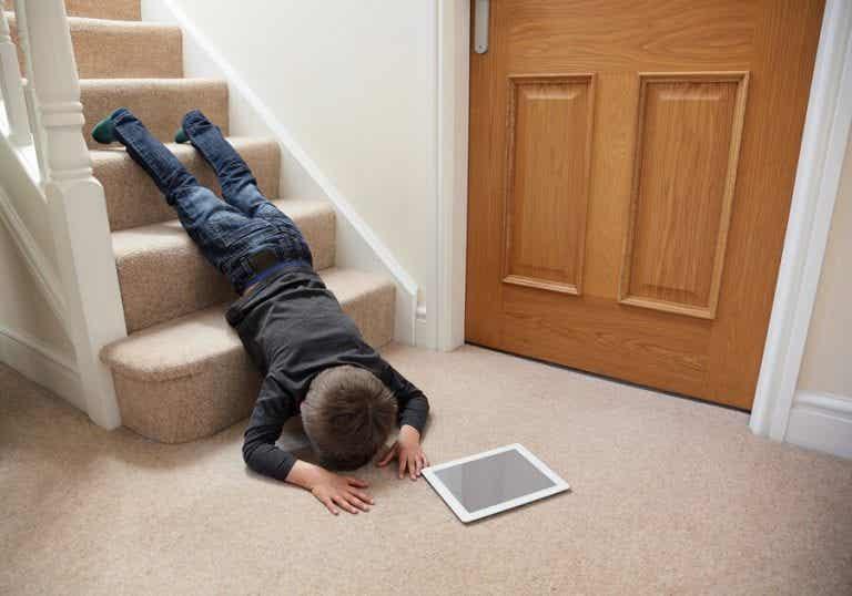 Kuinka toimia, jos lapsi lyö päänsä?