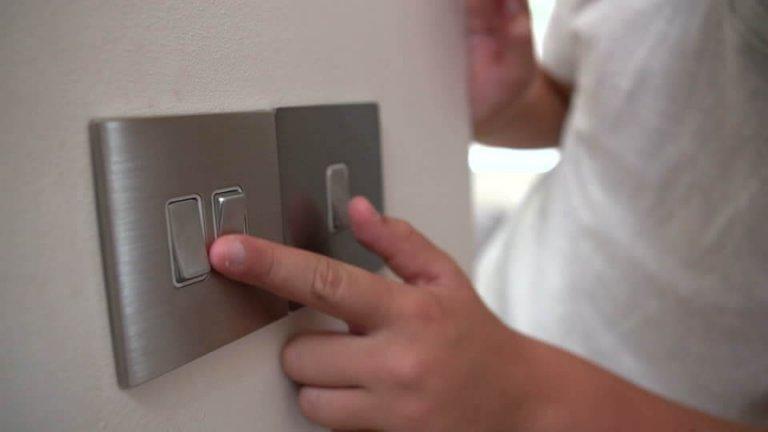 Sähkölaitteet houkuttelevat lapsia