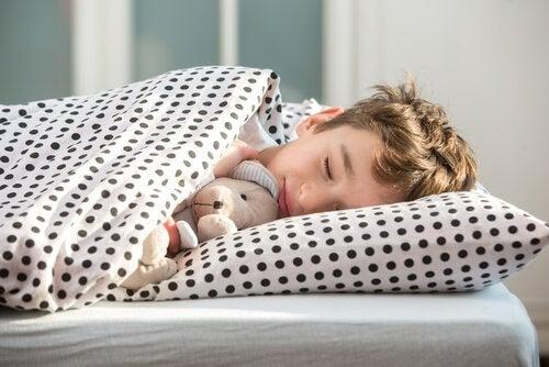 lasten nukkumaanmenoaika