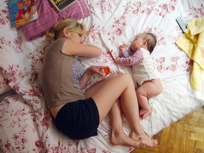 Lapsen kanssa nukkuminen – hyvä vai huono idea?