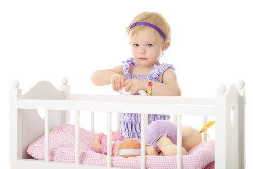 Vauvan motoristen taitojen arvioiminen kuukausittain