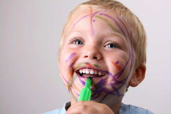 Taaperon uhmaikä ja kiukutteleva 2-vuotias