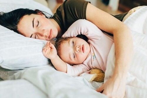 Lapsen kanssa nukkuminen