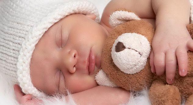 Milloin vauva nukkuu läpi yön?