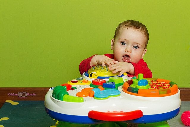 Viikoittaiset aktiviteetit vauvan ensimmäiselle elinvuodelle