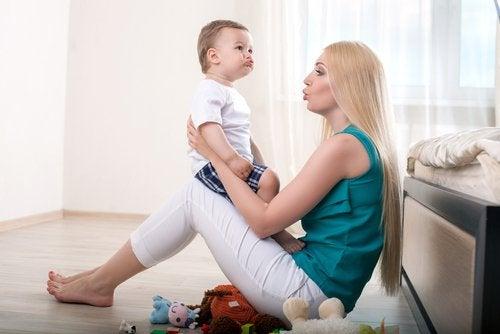 Koska pitää huolestua, kun lapsi ei puhu?