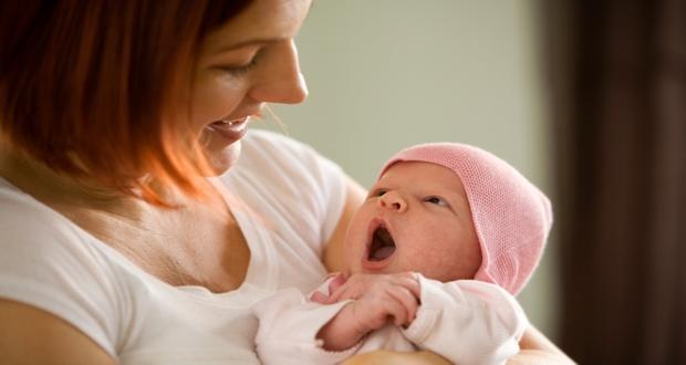 Vauvan saapuminen jännittää: Opas ensimmäisille päiville