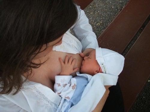 Äidinmaidon oikeaoppinen säilytys