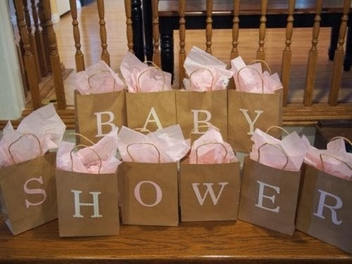 Kuinka järjestää täydelliset vauvakutsut?