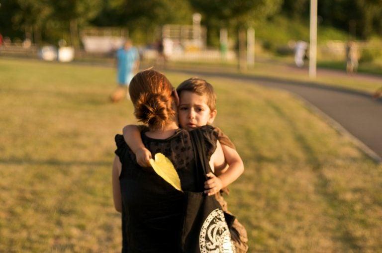 Lapsen hyvästeleminen ennen kotoa lähtöä