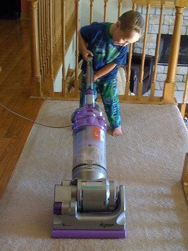 Näin opetat lapsesi hoitamaan kotityöt vastuullisesti