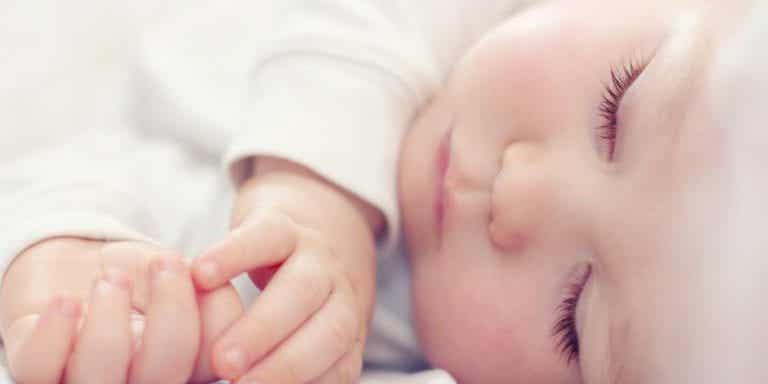 Näin vauva nukkuu läpi yön - 7 vinkkiä
