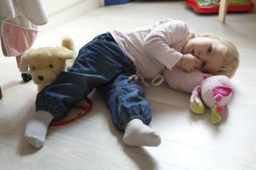 Voiko peukalon imeminen olla hyödyksi lapsen terveydelle?