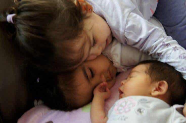 Sisaruskateus uuden vauvan syntyessä perheeseen