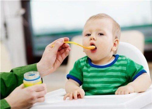 8 herkullista hedelmäsosereseptiä vauvoille