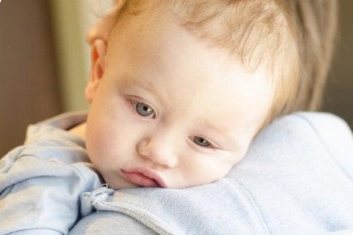 Lapsen bronkioliitti - oireet, hoito ja torjunta