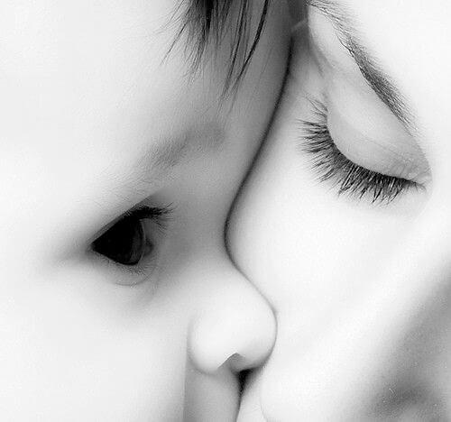Äidinrakkaus on ehdotonta ja ikuista