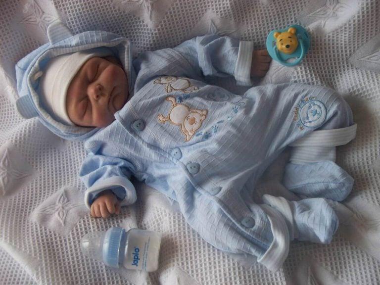 Vauvan lämpimästi pukeminen